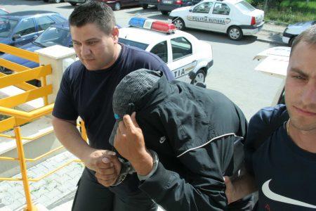 Arest la domiciliu pentru prezentatorul de la Kapital TV și ceilalți doi bărbați acuzați de proxenetism și trafic de minori